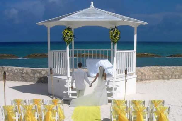 a_beach_wedding_gazebo