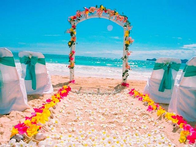 b_beach_wedding_travel_deals