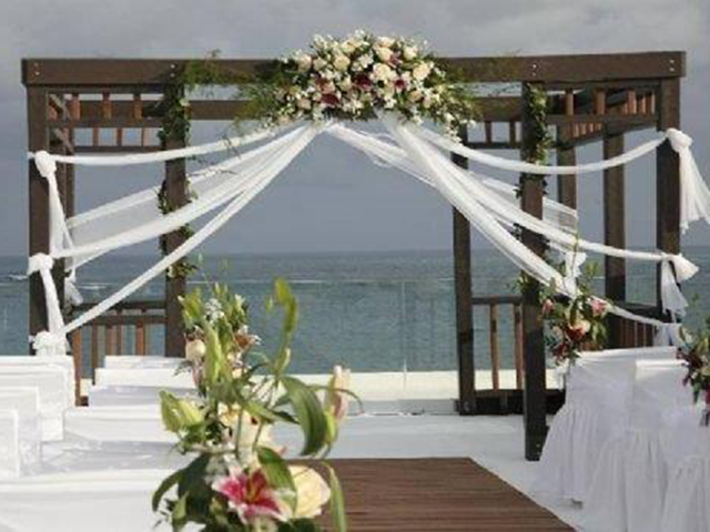 b_imagine_tours_beach_weddings