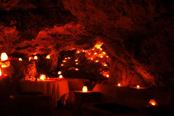 9_jamaica_vacation_cave_dining