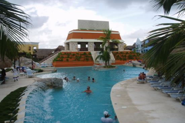 1_riviera_maya_vacation_lindo_pool