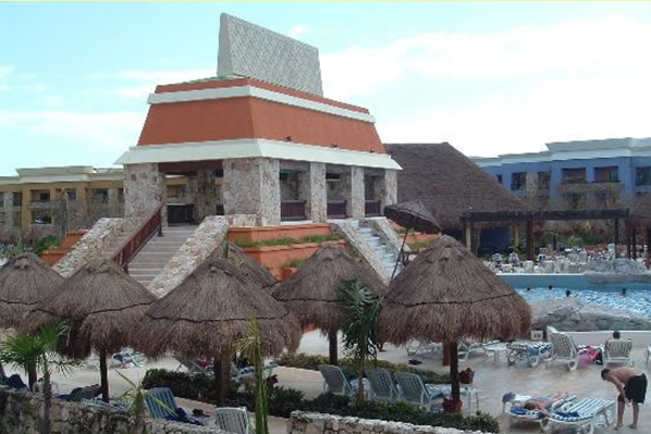 2_riviera_maya_all_inclusive_lindo_wave_pool