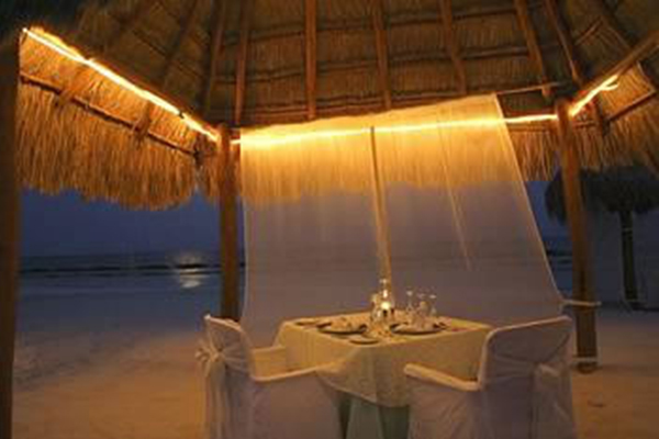 7_mayan_romantic_vacation_moonlight_dinner